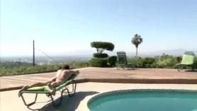 Tania bel piscina
