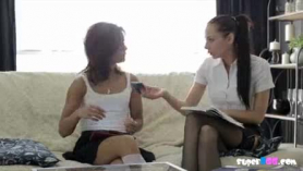 Lesbiana adolescente consolador se folla a su novio apasionadamente