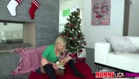 La caliente Zoey Monroe follada por el coño en varios lugares durante un salvaje cuarteto