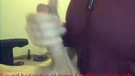 Novia da interracial masturbación con la mano