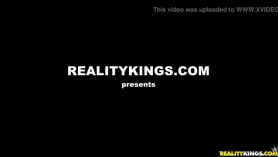 LiveGonzo Anikka Albrite se folla al primer chico negro