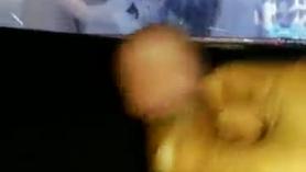 Remy LaCroix obtiene su peluche con luces y coño peludo