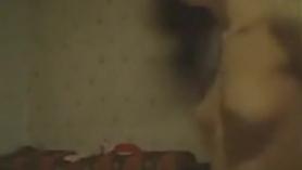 La cumpleañera Charli entró en la habitación de su amiga y folló