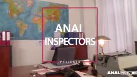 Inspectores anales asaltan la boca de un cliente borracho y follan en la cara