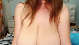 Milf de tetas grandes tiene sexo anal duro