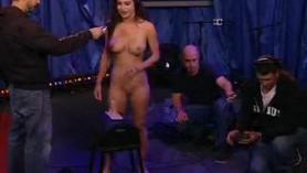 Jessica Jaymes es follada por una escort lesbiana Lisa Belle en todas las poses y posiciones.