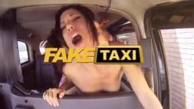 ¡El gilipollas de la campana de la gasolinera se folla a un adolescente que roba la tarjeta de crédito de un adolescente! Una muñeca enviada