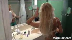 Puma cachonda capturada en la cámara se masturba por su esposo y chupa la polla mientras papá cornudo mira