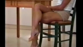 Dos sementales musculosos, una rubia de tetas grandes y atractiva y cachonda Farrah Dahl devora un manguito tierno y moreno de Stella Cox