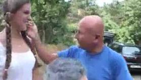Mamá india atrapa el dedo de su hijo follando su coño engañando