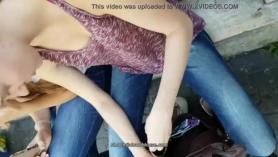 Chicas con shows de pezones y pezones en bikini tirando sus tetas