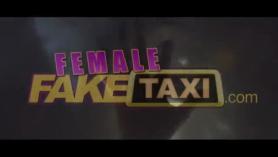 MILF Nathaly Lynne follada por Nikki Rain y Ryan con la lengua metida en el coño