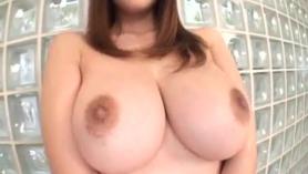 La MILF japonesa de grandes tetas Lola Sudou ofrece una acción sexual profunda y apasionada