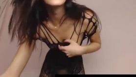 Joven Jada haciendo curvas en POV antes de que el entrenador Wayne les haga una mamada y se las lleve anal