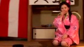 Japonés Lolita Hatsune Nadeshiko, gran cucharada enfermera follando hombre blanco en el culo, sin censura.