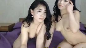 Hottie adolescente desnuda linda capturada y rociada con esperma en POV