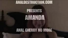 Amanda Seyfried orinando sus juguetes en el baño con Lucky Redhead Hottie Lovita Fate en el cobertizo