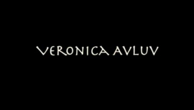 VERONICA AVLUV ANON NEGRA MUCHACHA REMILLANDO EN LA CORTA