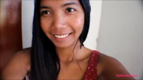 Adolescente asiático que da mamada mientras se toma en casa extraño