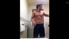 Luchador de tetas grandes consiguiendo su gilipollas creampied