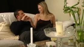 Las esposas musculares Allie Talore y Mercy Lynn obtienen una carga de crema en sus tetas