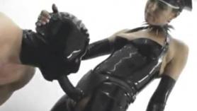 Esclavo follada ansiosamente por la amante en un grupo sumiso con múltiples orgasmos y calambres de varios ninjazis