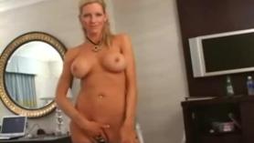 Emma Starr obtiene su primera experiencia porno en Venezolana escapada y castigada