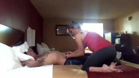 Nikki con grandes melones hechos para masturbarse.