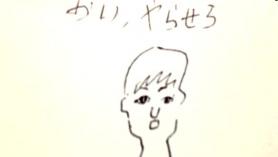 Nena japonesa desagradable apasionadamente sorprendiendo y soplando