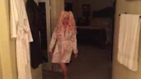 Busty Milf Barbie Sins obtiene su condo del coño follada duro