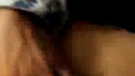 Perra negra con botín grande chupa y golpeó fuerte en su culo apretado