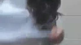 Los adolescentes lesbianos traviesos se desnudan y mostraron un poco de coño en un banco. Patronbed Girl Swallows Jizz en juego del espectáculo y la desnudez Demon LeahCuvillonurls lo lame cada uno