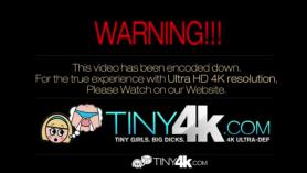 Tiny4k micro dick chupando 8