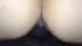 Ann Boxjen Hubby mira a MILF Chrissy Tease Fingering su coño peludo en la webcam