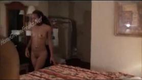Lady Slave de ébano caliente Olya Ferreira con tetas grandes fue dominante en el suelo del bosque