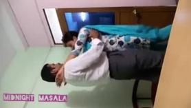 Hija adolescente india kimushwadi se la follan en el culo