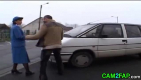 Oficina de la policía anal follando con lesbianas peludas jóvenes