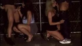 Hotties lesbianas entintadas tomando turnos en una acción descuidada de coño