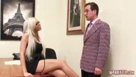 Slim Rubia Secretary está follada en la oficina, al igual que su jefe, y disfrute mucho.