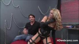 Alexis Monroe se ató para los espectadores, desnudos y ansiosos por sentirme semen por toda la cara.