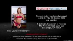 Naughty Office Blonde Girl está teniendo relaciones sexuales como nunca antes, en su camino, demasiado apretado pantalones