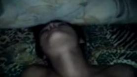 Chica india tetona se desnuda