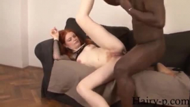 Red Haired India Summer es una linda morena a la que le gusta tener relaciones sexuales a diario