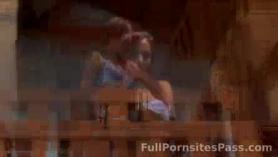 Hermosa, delgada nena se está follando con fuerza en una habitación de hotel, durante una sesión de masaje
