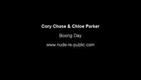 Cory Chase es una morena grande y madura que le gusta sentirse pegajosa y cálida semen en su piel