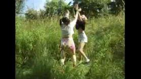 Lesbianas adolescentes flacas jugando