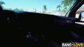 Paige Owens ofrece coño y culo a John Carter en una mamada profunda