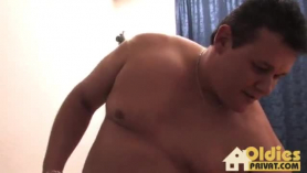El alemán maduro es tener sexo al vapor con un chico más joven, mientras esperaba que su marido volviera a casa.