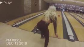 Gina Minx rebotando en una polla dura con el deseo