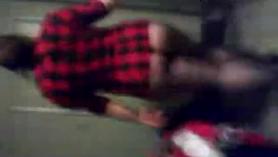 Puta blanca, Kimmy Granger está utilizando la oportunidad de follarse, mientras está parado en el baño público